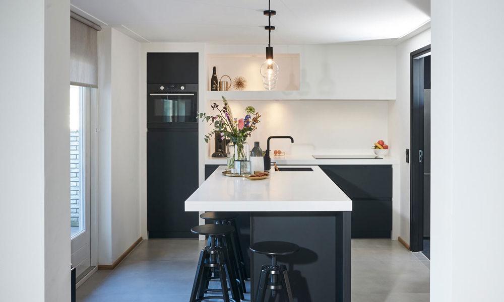 Binnenkijker Over Mat Zwarte Keuken In Beverwijk Bekijk Foto S