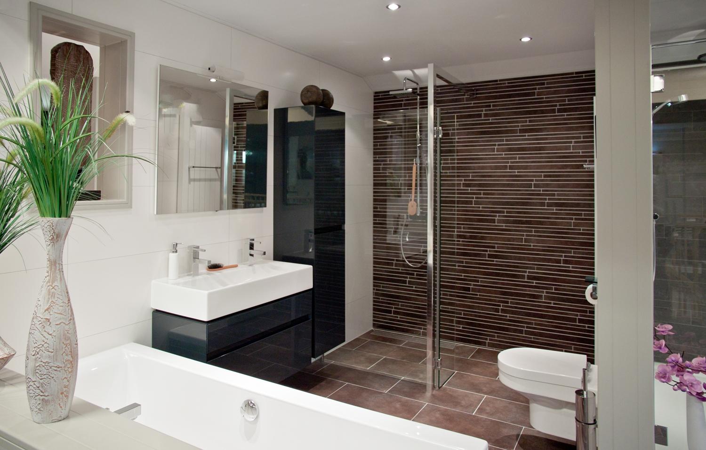 Wandtegels badkamer. Modern en wellness. Informeer! - DB Keukens