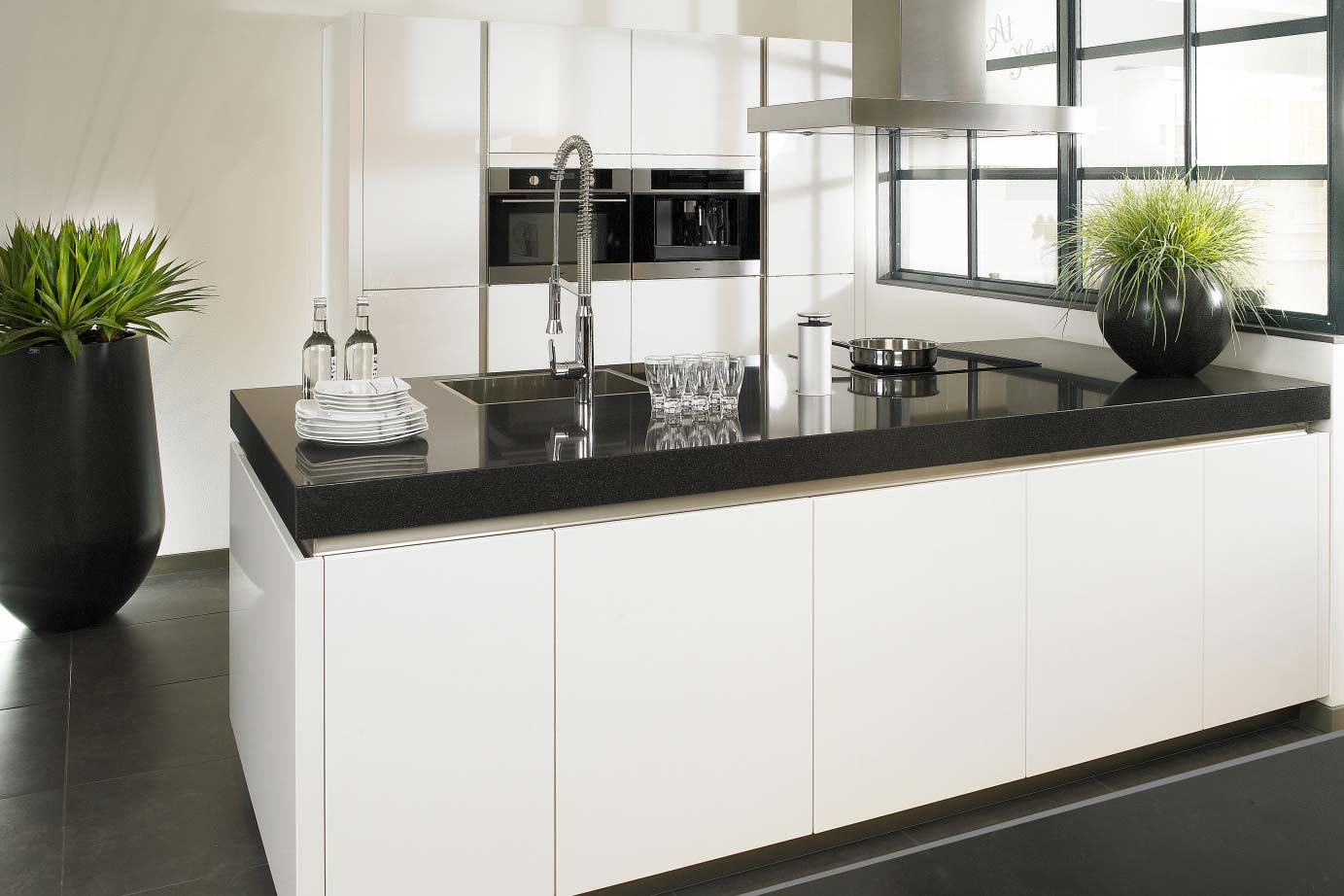 Moderne Keuken Met Schiereiland : keukeneiland of kookeiland? Lees alles over deze indeling – DB Keukens