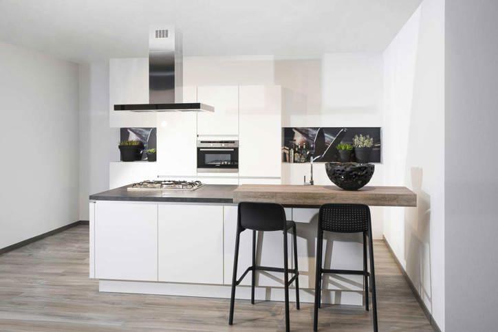 Een keukeneiland of kookeiland lees alles over de indeling db keukens - Keuken centrum eiland ...