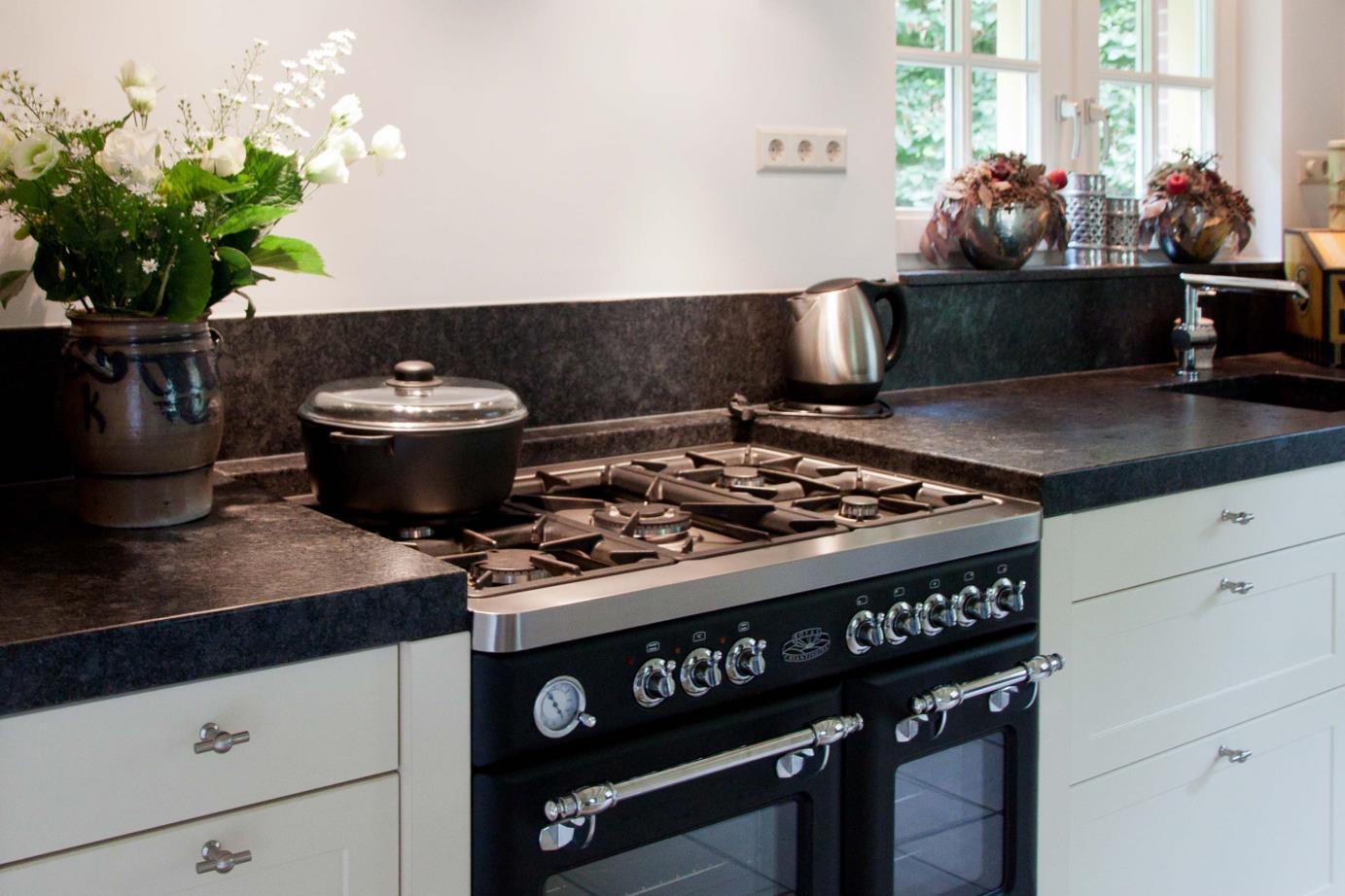 Zwart Keuken Fornuis : Fornuizen unieke sfeermakers lees alles over fornuizen db keukens