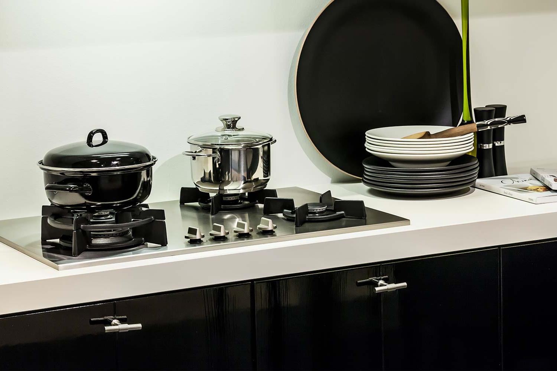 Eikenhouten Keuken Verven : Zwarte keukens. super veel zwart. moderne effecten. db keukens