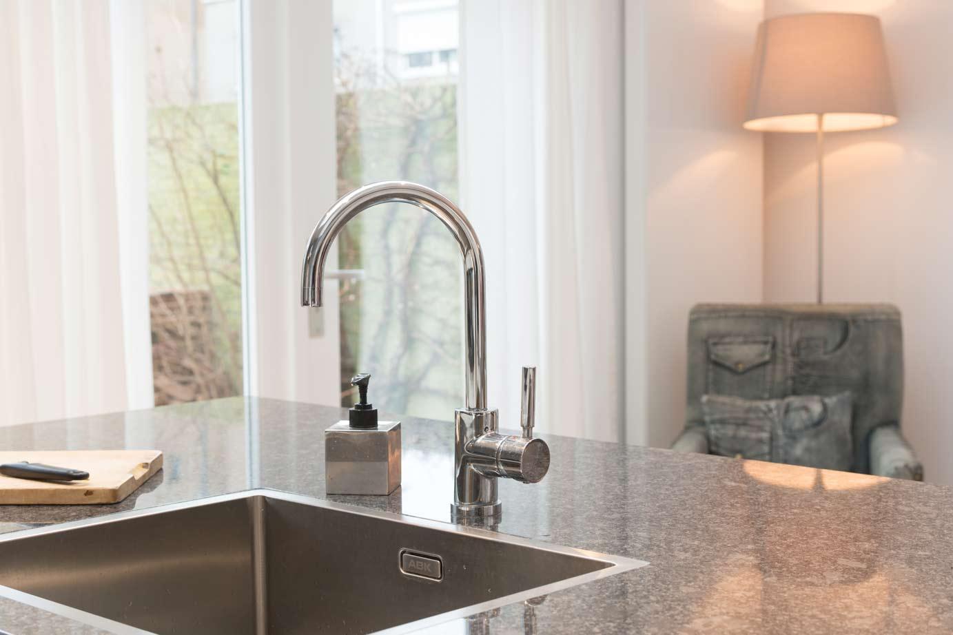Strakke Tegels Badkamer ~   Keukens Schitterende tegels ten hove keukens badkamers Keukens