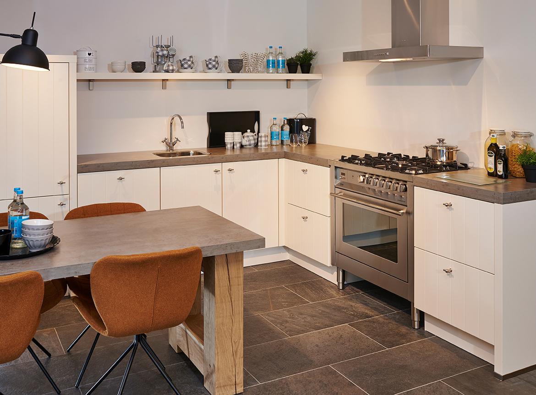 Landelijk Keuken Taupe : Landelijke keuken in magnolia. db keukens