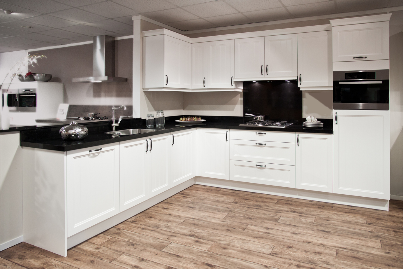 Keukens Met Miele Apparatuur : Witte keuken Met apparatuur van Miele DB Keukens