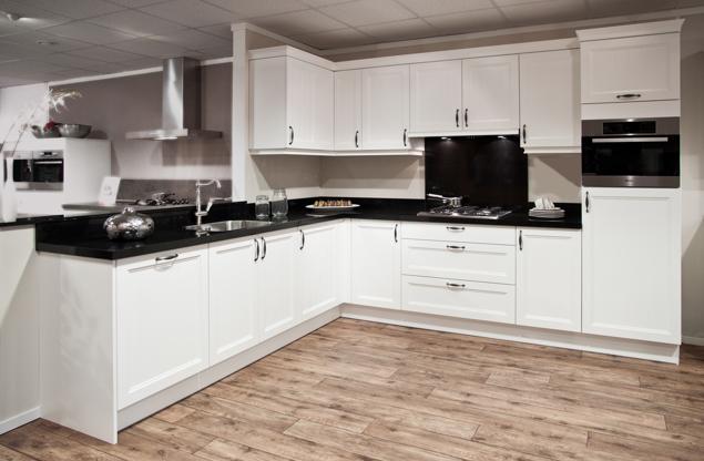 Houten keuken met robuust betonnen werkblad db keukens - Witte keukens ...