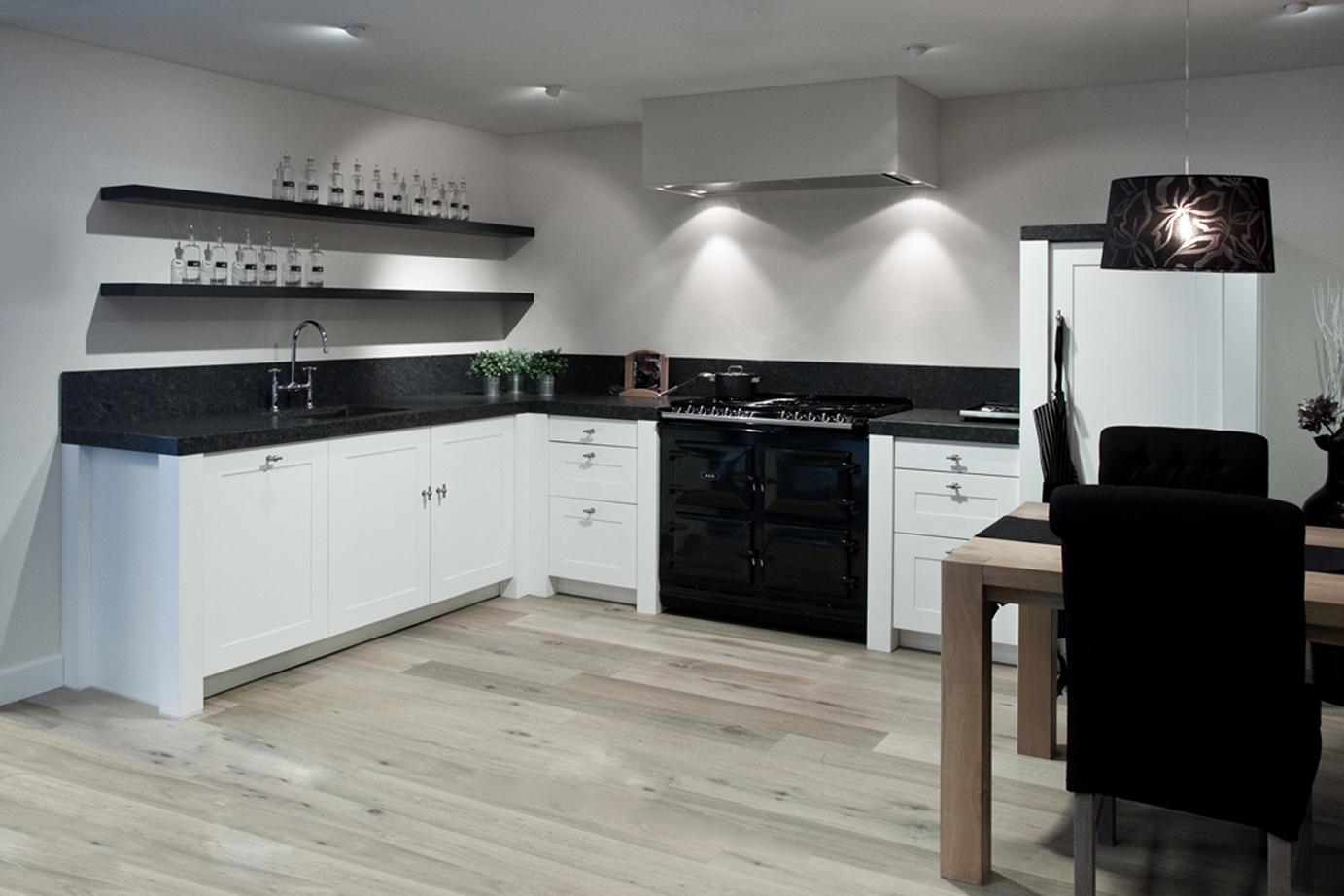 Witte keuken met bruin werkblad collectie dun aanrechtblad verzameld door ingrid van vossen op - Kleur witte keuken ...