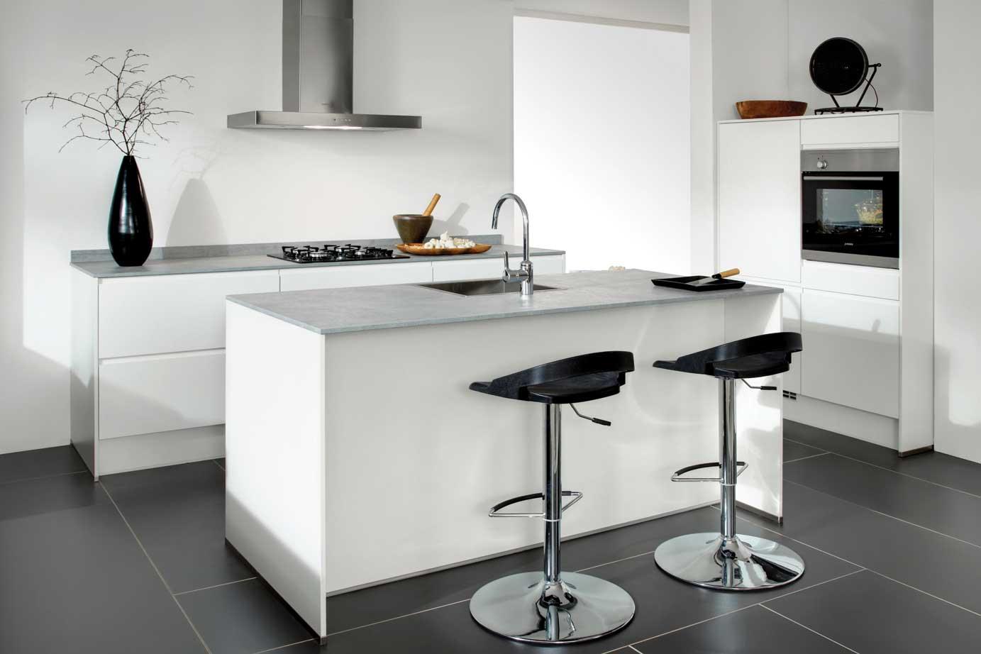 Indeling Keuken Voorbeelden : Kleine keuken: kookeiland of hoekkeuken? Bekijk de mogelijkheden. – DB