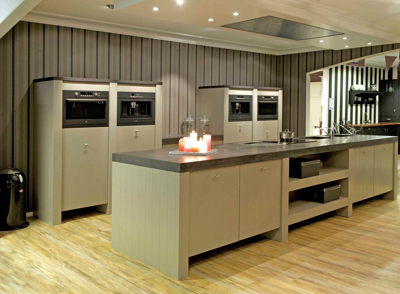Keuken met kookeiland bijzonder aanrechtblad db keukens - Prijs keuken met kookeiland ...