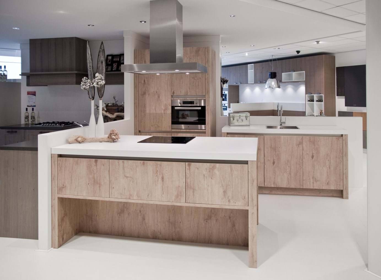Keuken met kookeiland compleet met apparatuur db keukens for Ouderwetse keuken te koop
