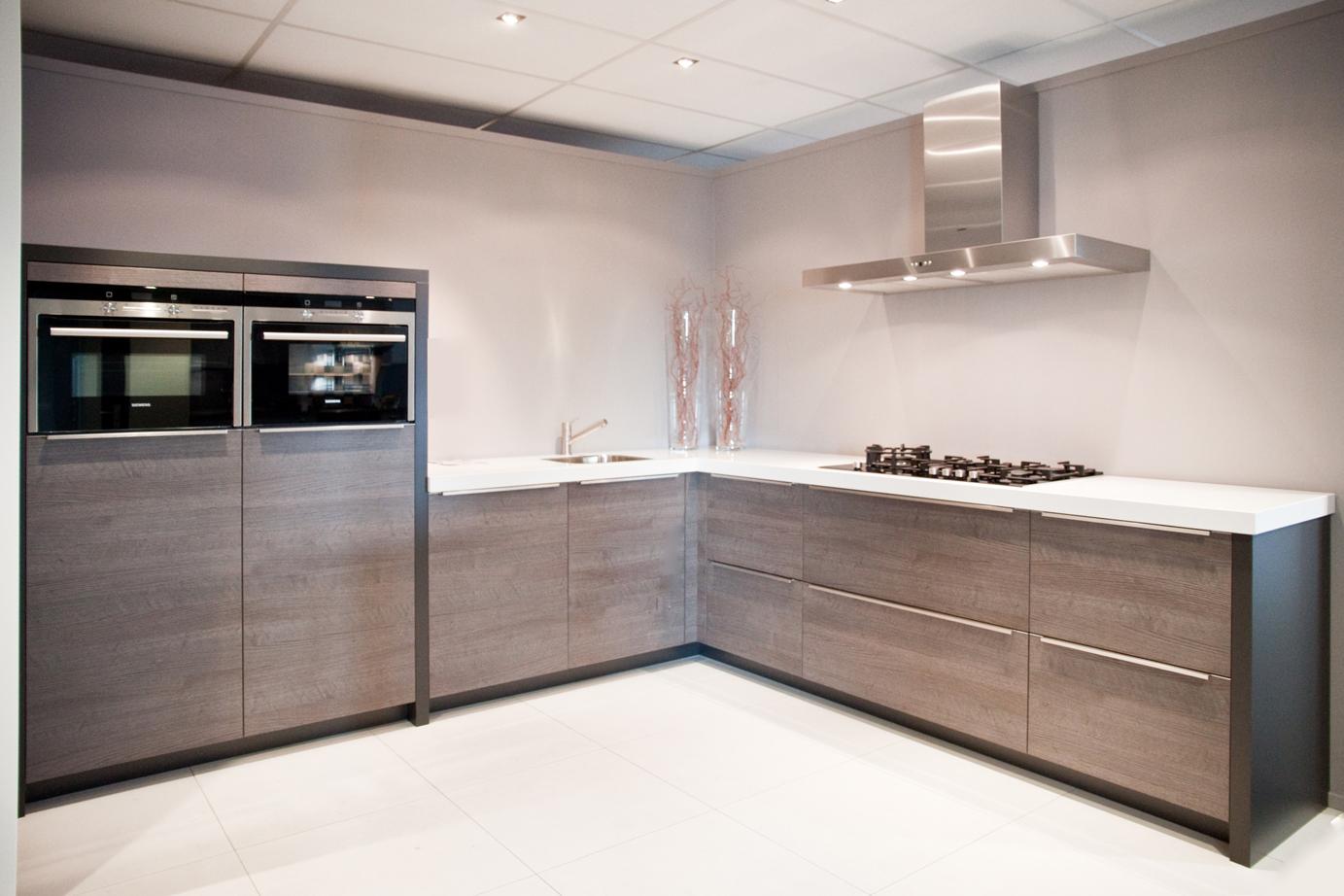 Keuken Zonder Bovenkasten : Design keuken. Mooi strak, zonder bovenkastjes. – DB Keukens