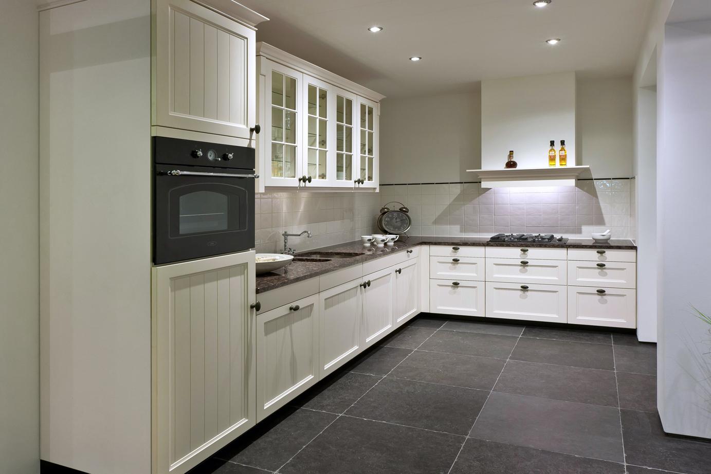 Landelijke keuken, sfeervol en met apparatuur DB Keukens