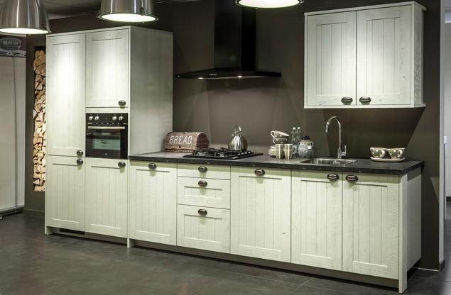 Rechte keuken kastdeurtjes met ruitjes sfeer db keukens for Ouderwetse keuken te koop