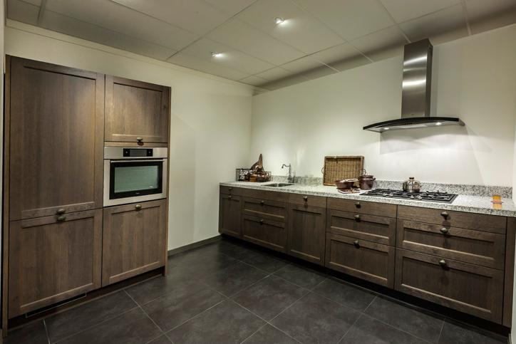 Moderne Rechte Keuken Houtkleur : Rechte keuken. Neem losse kastenwand ...
