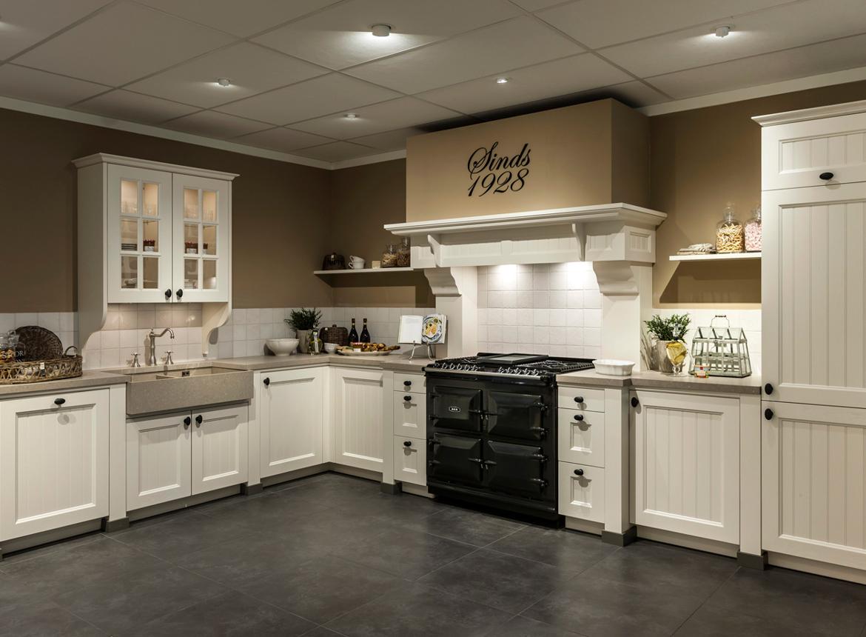 Landelijke keuken kookplezier met aga fornuis db keukens - Keuken in i ...