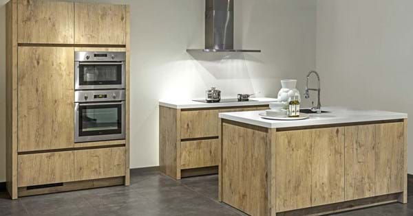 Keuken met keukeneiland plaats uw gootsteen mooi centraal db keukens - Keuken centraal eiland ...