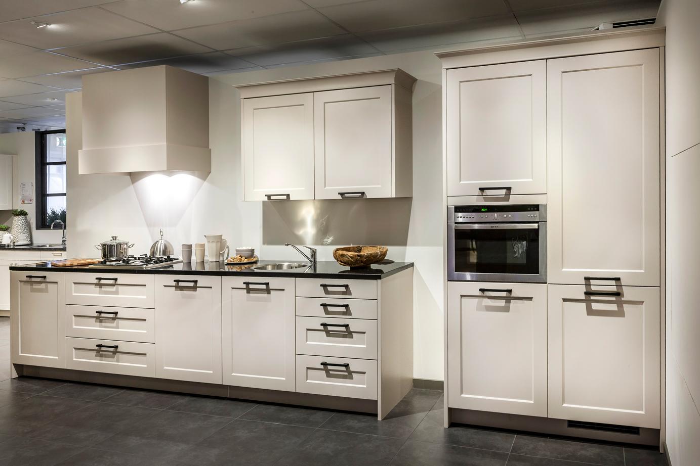 Rechte keuken Benut uw ruimte optimaal in huis DB Keukens