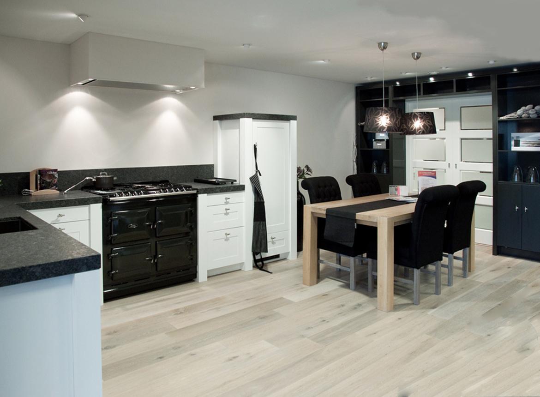 Witte keuken met prachtig aanrechtblad db keukens - Witte keukens ...