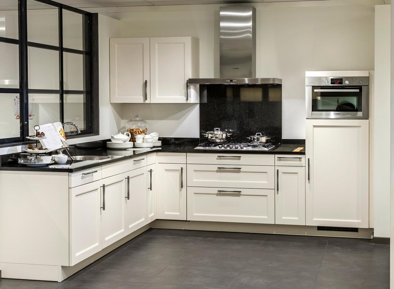 Hoekkeuken met granieten aanrechtblad db keukens - Keuken met granieten werkblad ...