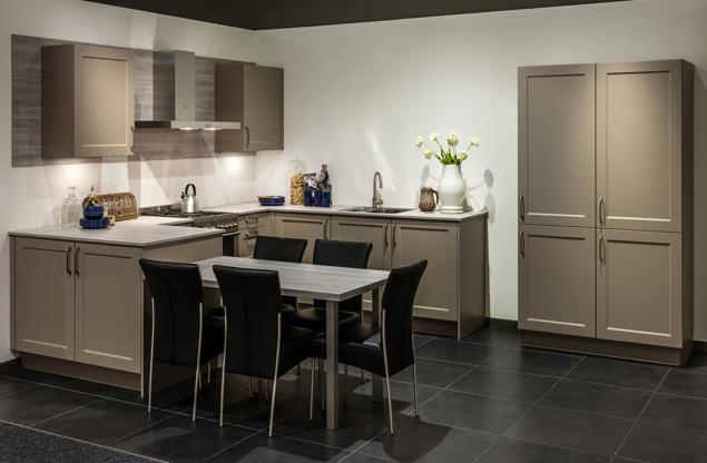 Design Keukens Opruiming : Landelijke keuken inclusief kastenwand en ...