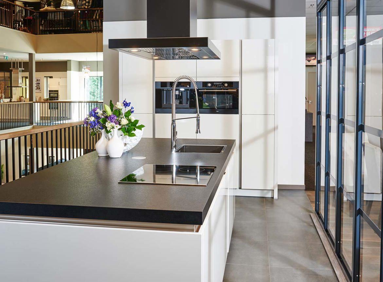 Keuken met kookeiland db keukens - Keuken met kookeiland table ...