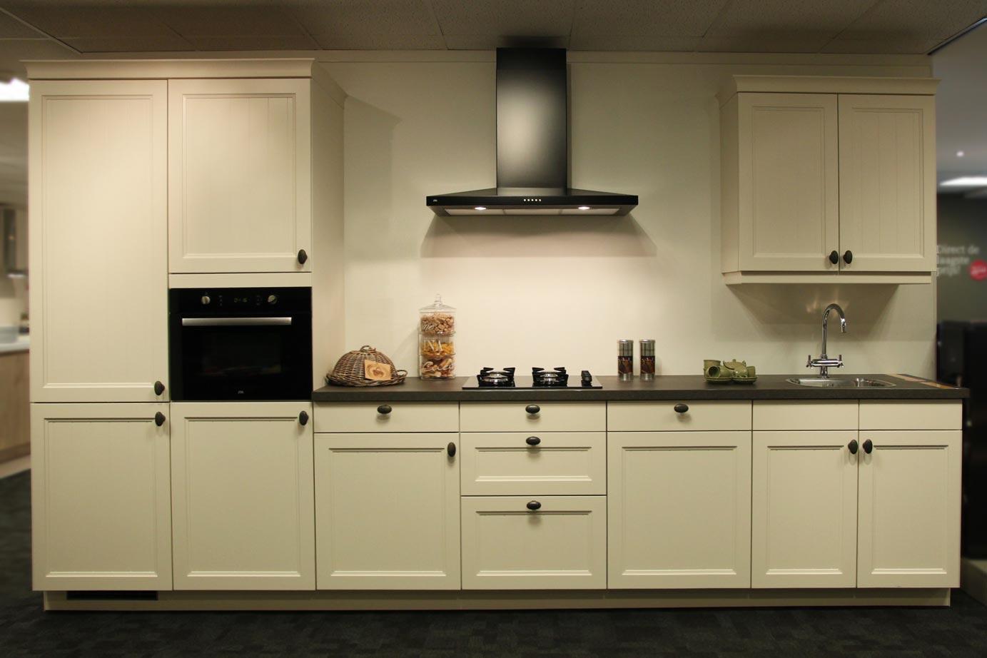 Landelijke keuken met Etna apparatuur DB Keukens
