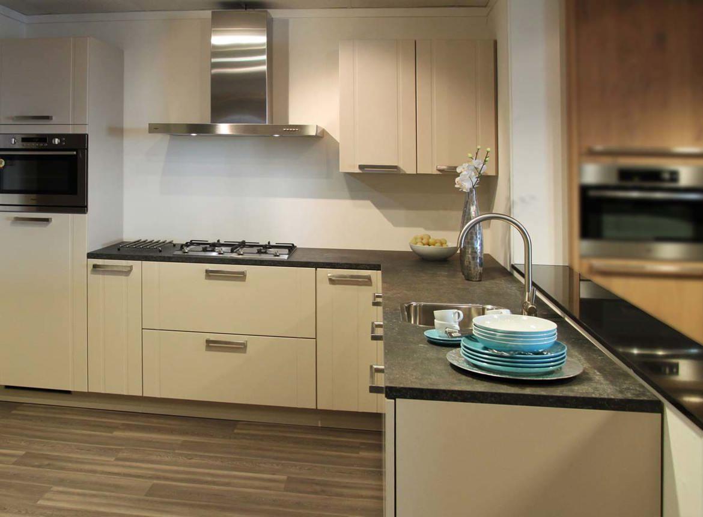 Hoekkeuken in diverse kleuren leverbaar db keukens - Kleine hoekkeuken ...