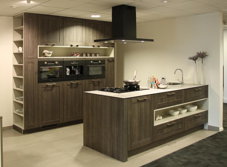Keuken met kookeiland exclusieve old wood keuken db keukens - Mode keuken deco ...
