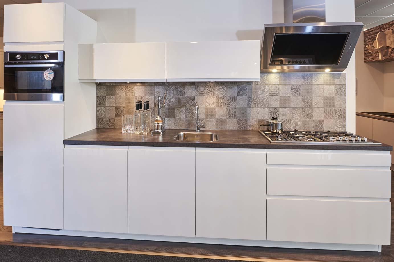 Greeploze Keuken Maken : Greeploze design keuken inclusief kastenwand DB Keukens