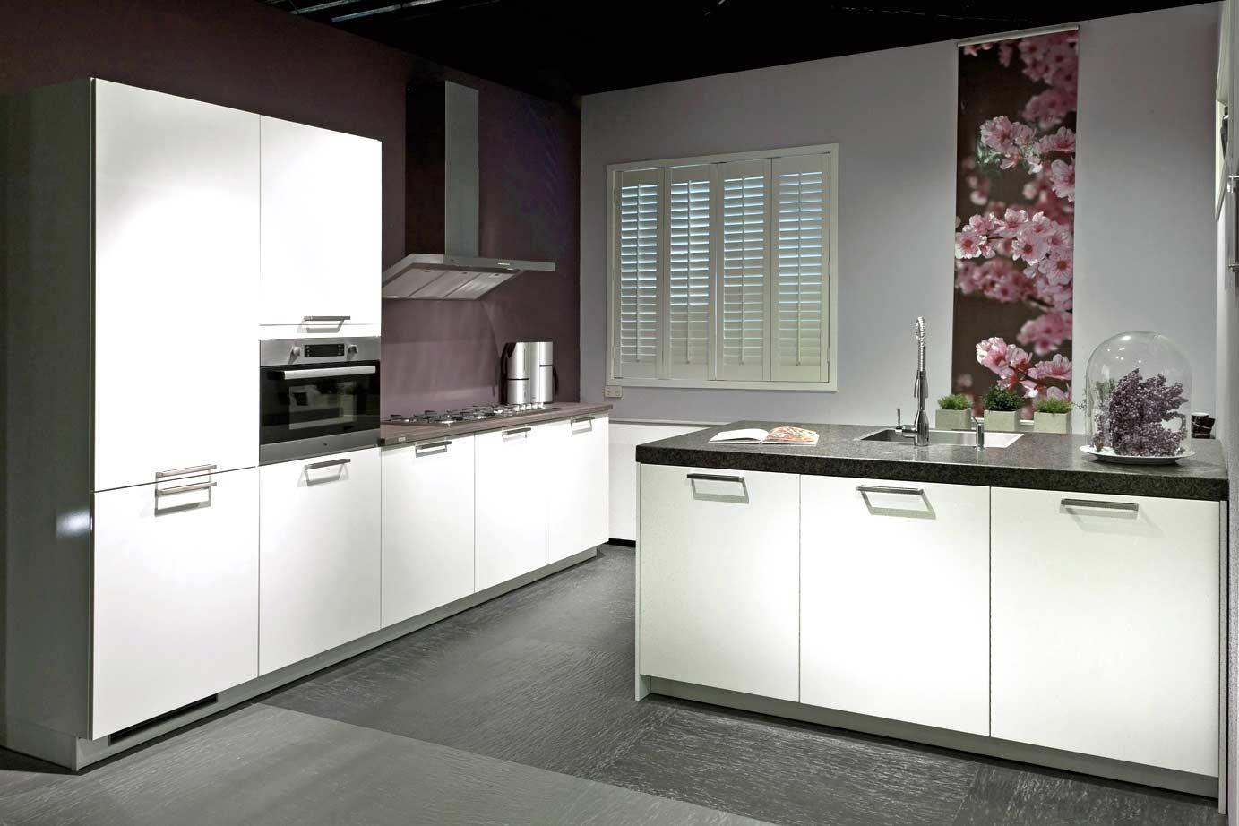 Wandtegels Keuken Voorbeelden : Moderne keukens. onderscheid jezelf met strak design. db keukens