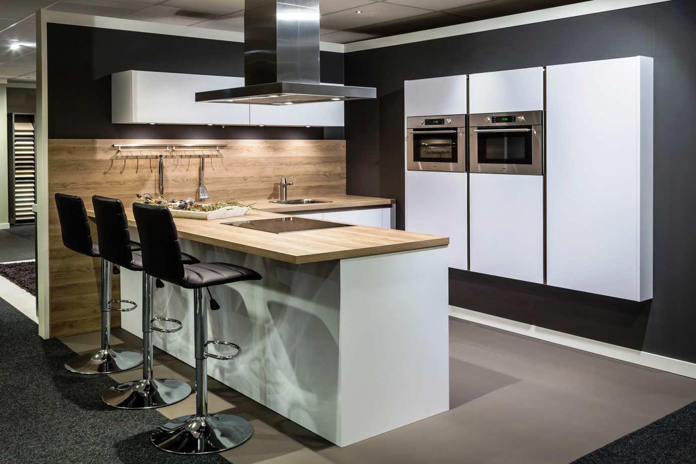 Goedkope Keuken Kastenwand : Greeploze keuken inclusief kastenwand. – DB Keukens