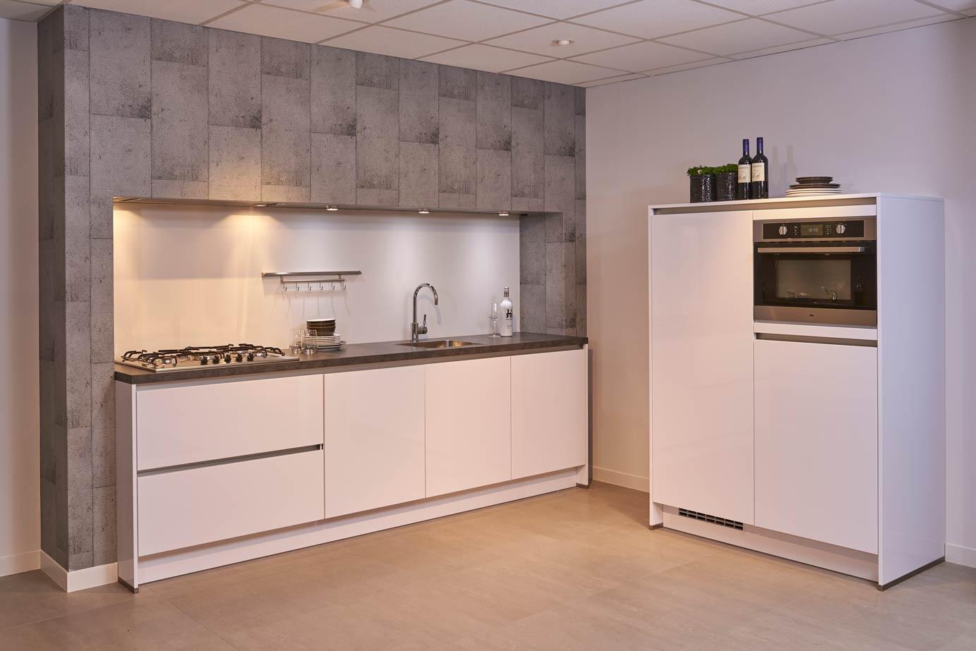 Moderne Hoogglans Keuken : Hoogglans keuken scherp geprijsd van ons huismerk dbselect db