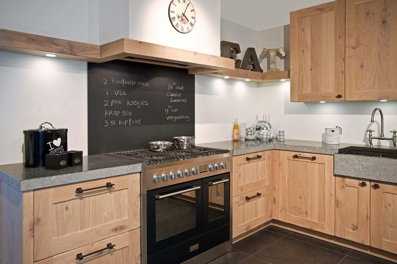 Handgemaakte keuken massief eiken met noesten db keukens