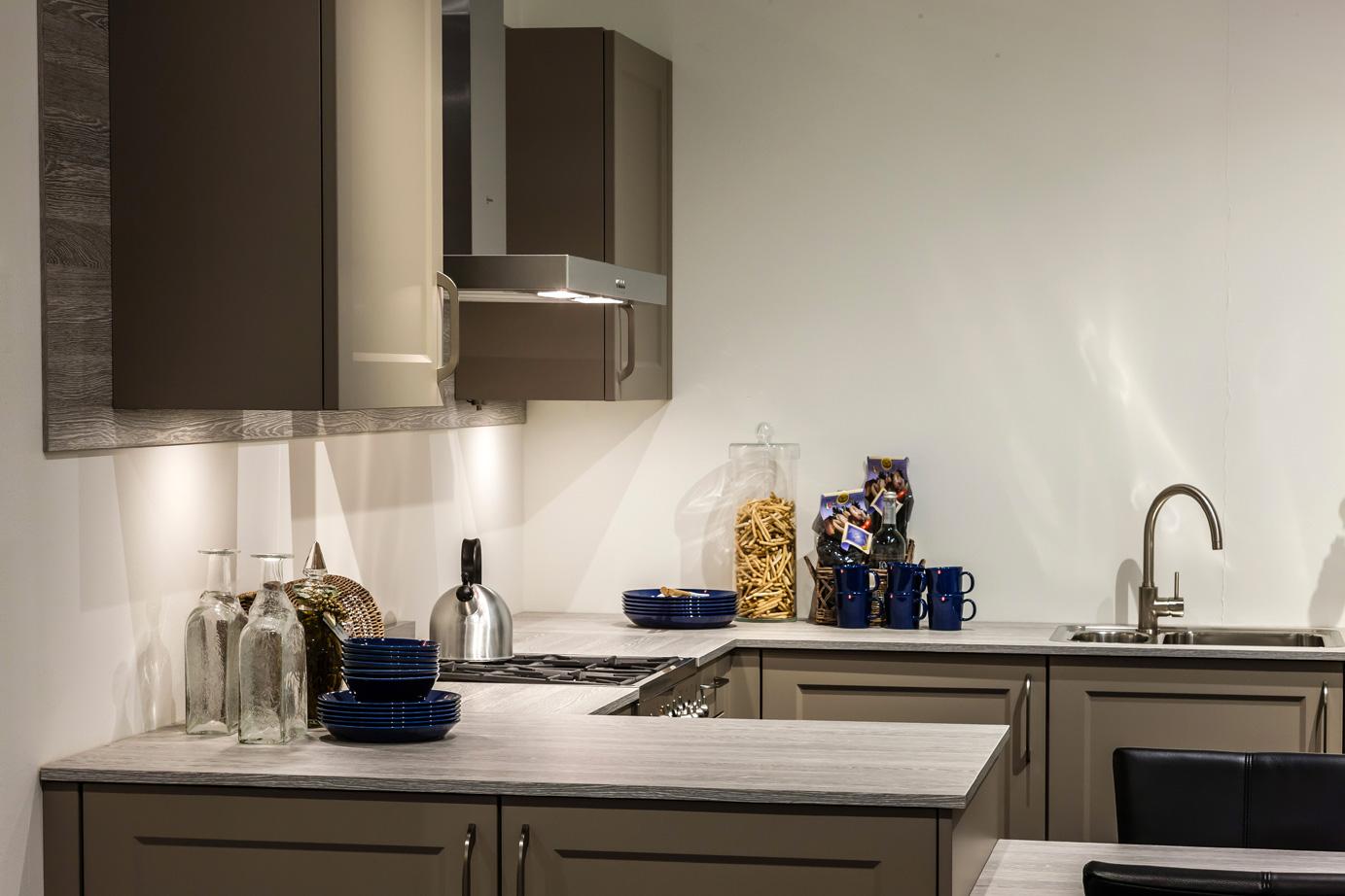 Landelijke Keukenfrontjes : Keukens Nieuwerkerk Wij vervullen uw keukenwensen! DB