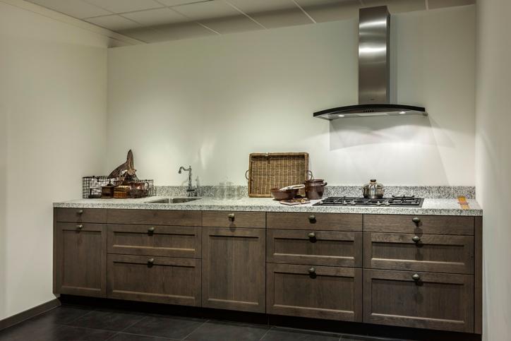 Moderne rechte keuken houtkleur ~ consenza for .