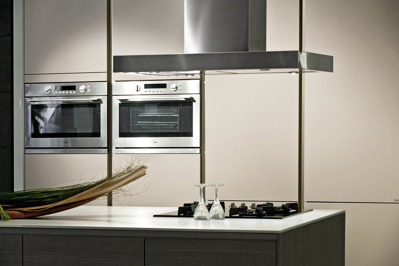 Goedkope Keuken Kastenwand : SieMatic design keuken met kookeiland. Greeploos. – DB Keukens