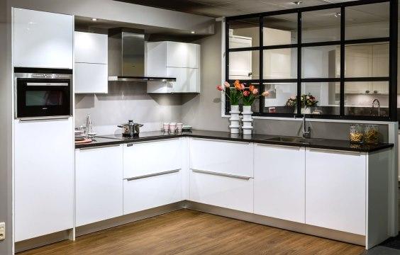Home Design Keukens : Design keuken strak puur minimalisme db keukens