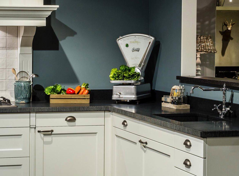 Klassieke keuken compleet met neff apparatuur db keukens - Keuken met granieten werkblad ...