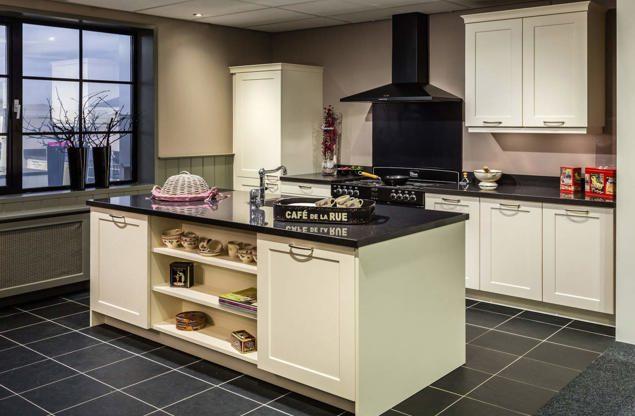 Keuken met keukeneiland plaats uw gootsteen mooi centraal db keukens - Keuken met centraal eiland en bar ...