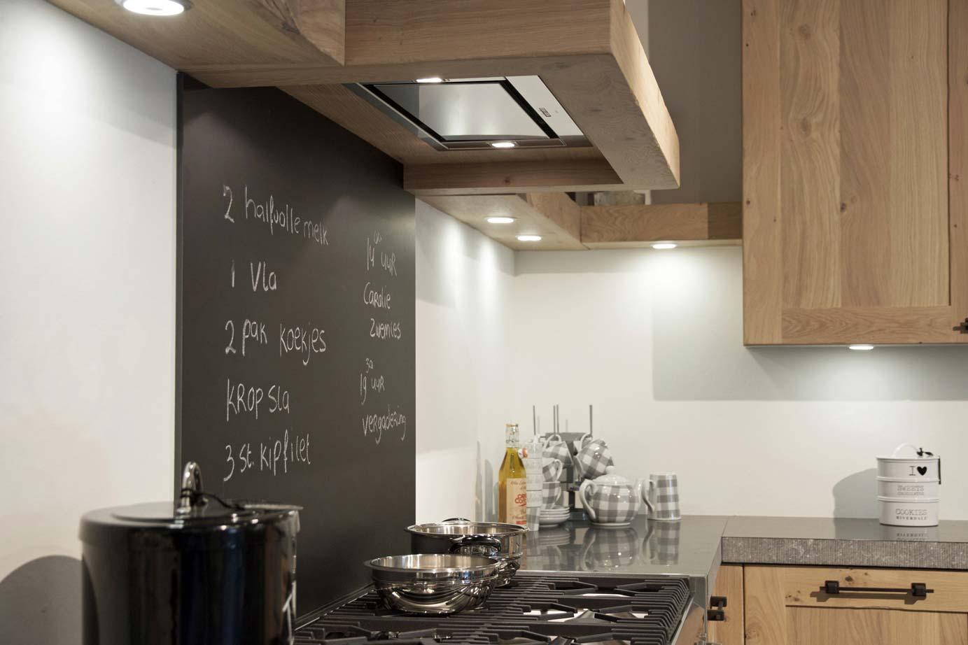 Handgemaakte keuken Massief eiken met noesten! DB Keukens