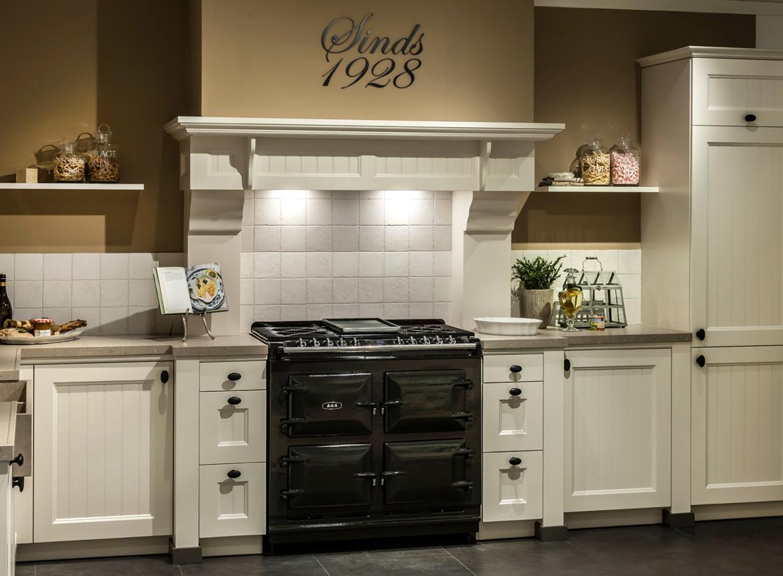 Landelijke keuken groen inspiratie het beste interieur - Center meubilair keuken ...