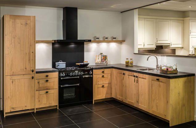 Landelijke houten keuken met etna apparatuur   db keukens