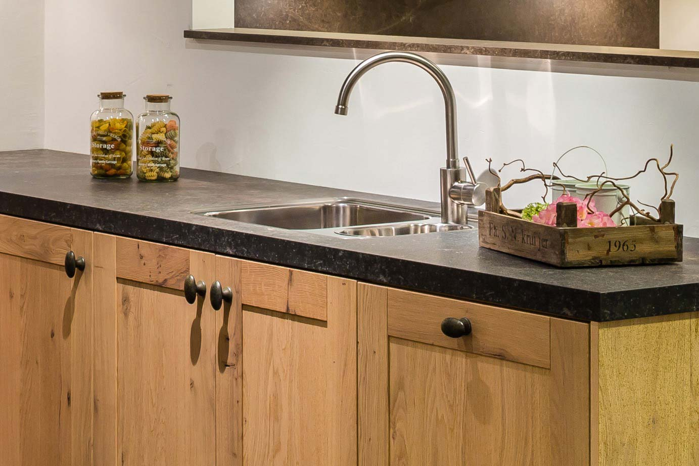 Houten Keuken Pintoy : Houten keuken Strak met ambachtelijk eiken DB Keukens