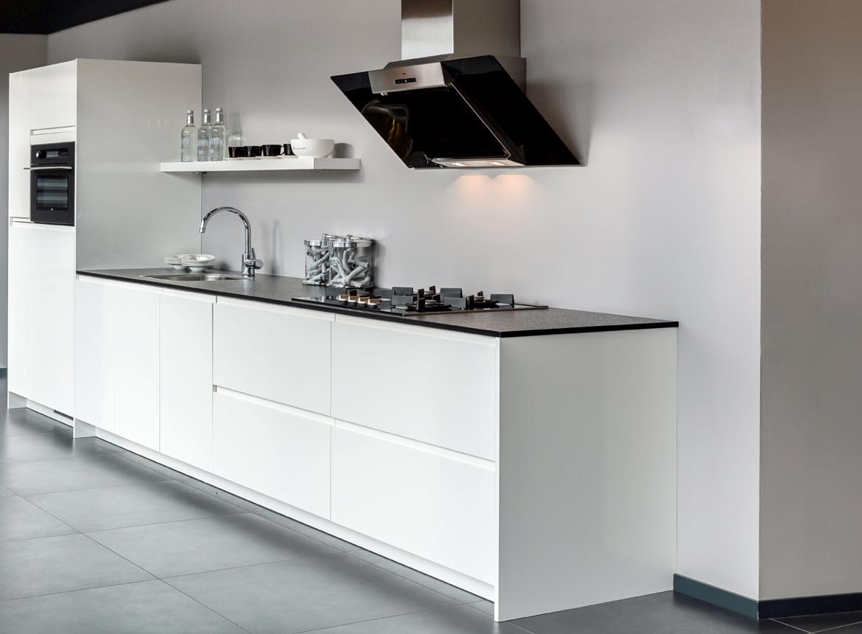 Moderne keuken in wit hoogglans - DB Keukens