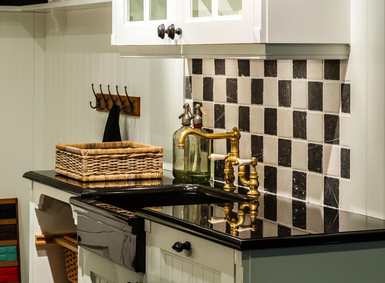 Witte keuken hier komt u pas echt thuis db keukens - Keuken met granieten werkblad ...