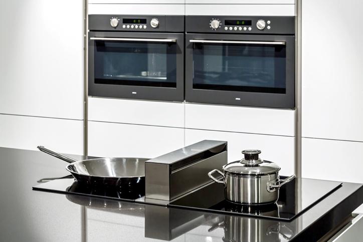 Moderne keuken met luxe apparaten db keukens - Moderne apparaten ...