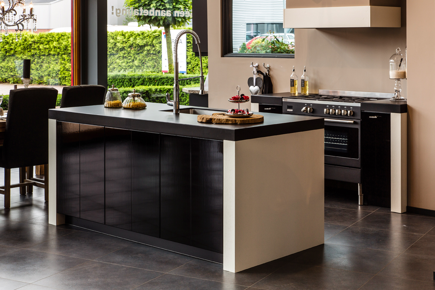 Landelijke Keuken Falcon : Keuken met keukeneiland DB Keukens
