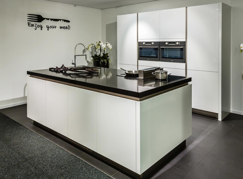 Moderne keuken met luxe apparaten   db keukens