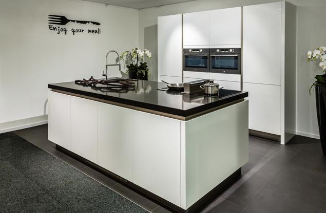 Moderne keuken eiland - Eiland zwarte bad ...