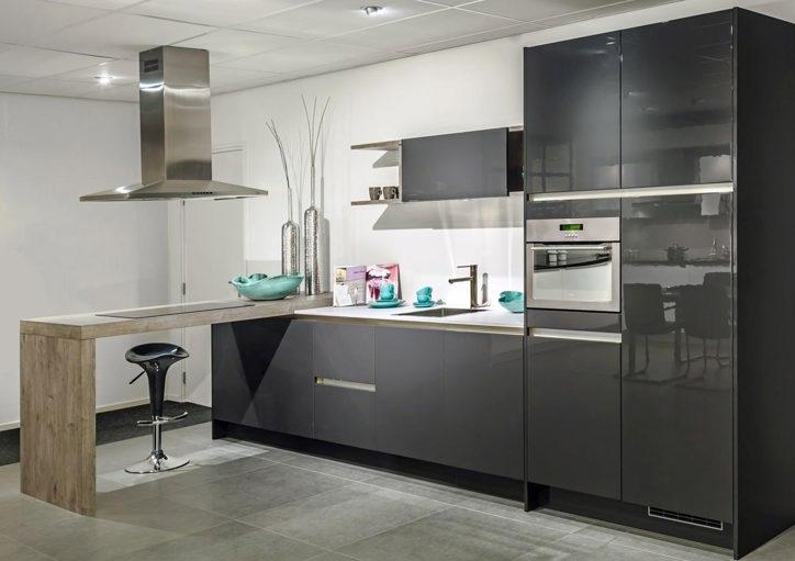 Witte Keuken Zwart Werkblad : Hoogglans keuken chique in modern ...